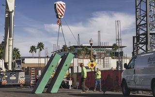 Assembling a crane in the city of Tempe 1