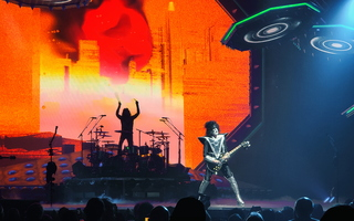KISS Glendale Eric Singer Tommy Thayer Stage 03