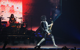 KISS Glendale Eric Singer Tommy Thayer Stage 04