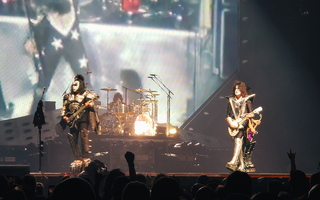 KISS Glendale Gene Simmons Tommy Thayer 03
