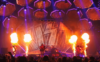 KISS Glendale Gene Simmons Eric Singer Paul Stanley Tommy Thayer Stage Flames 02